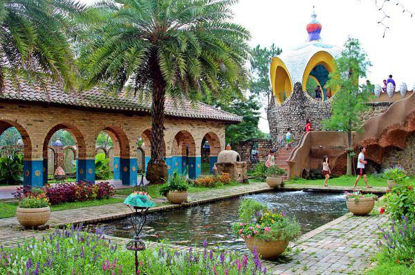 雲林景點》斗六摩爾花園~不出國!西班牙童話城堡就在台灣,浪漫指數破表的拍婚紗景點!