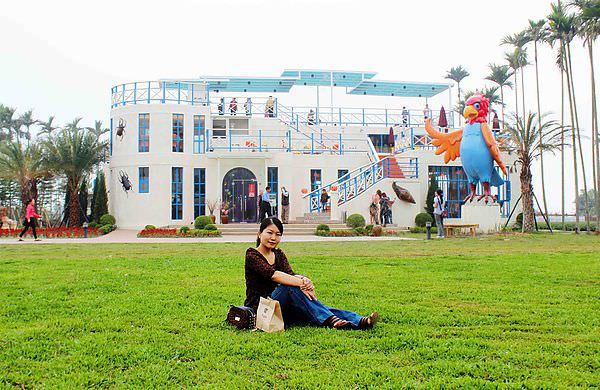 ▌食記▌隱藏在茶園裡的美麗咖啡館,徜徉在藍白地中海風情浪漫城堡:南投「赤腳精靈窯烤麵包景觀餐廳」